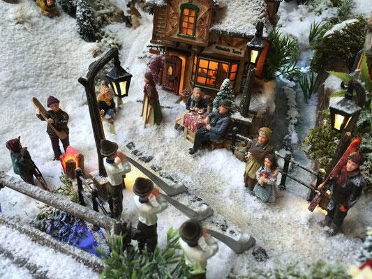 Village de Noël/Christmas Village 2014: Du monde pour écouter