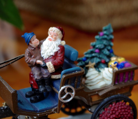 Santa and child on carriage - 600718 - vue 3