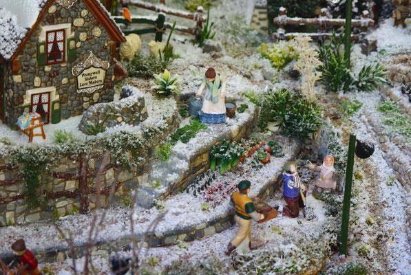 Village Noël/Christmas Village 2013 : Famille au jardin