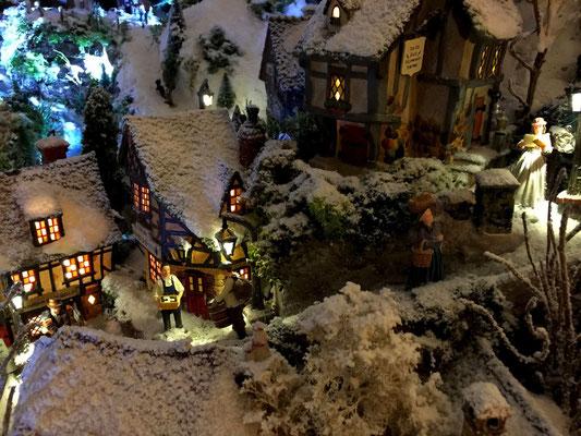 Village de Noël/Christmas Village 2014 de nuit: Hauts du village le soir