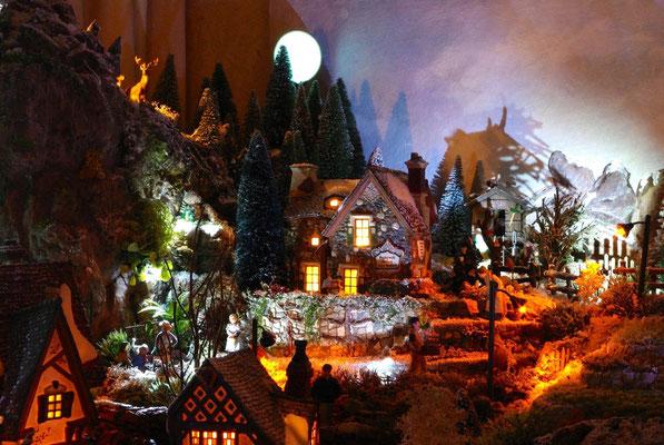 Village Noël/Christmas Village 2013, la nuit: La maison de pierres