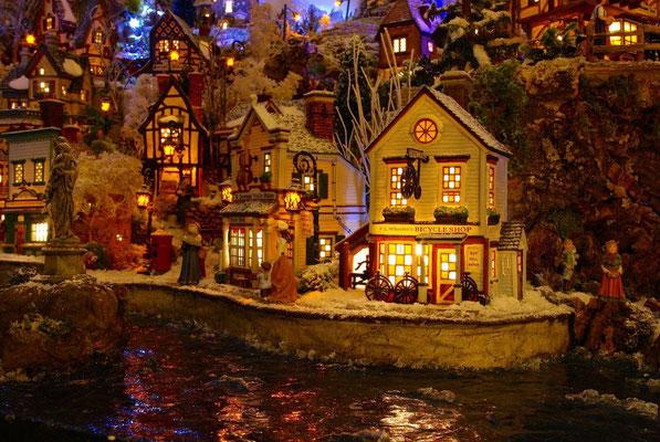 Village Noël/Christmas Village 2013, la nuit: Promenade de bord de quai