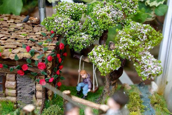 L'échappée belle - La balançoire près du rosier