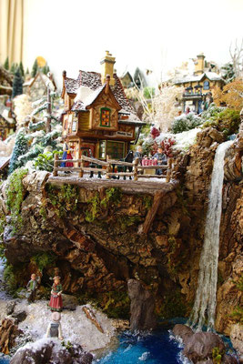 Village Noël/Christmas Village 2013: La grande cascade