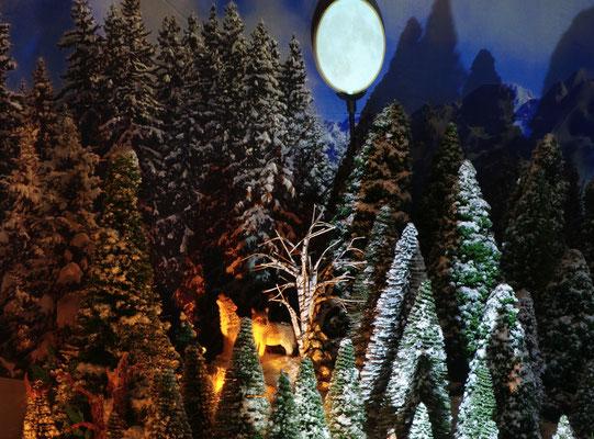 Village de Noël/Christmas Village 2014 de nuit: Un loup hurle à la lune...
