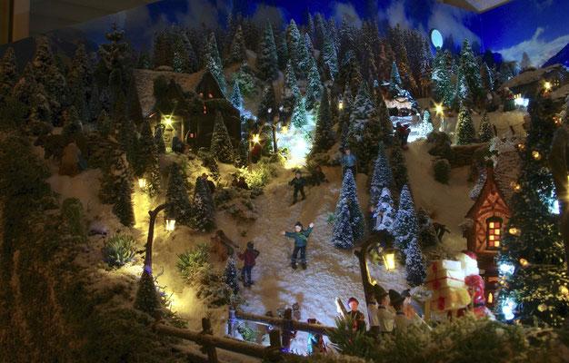 Village de Noël/Christmas Village 2014 de nuit: Joies du ski de nuit