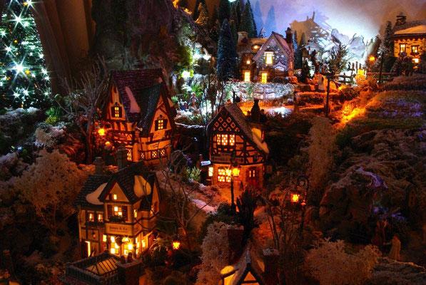 Village Noël/Christmas Village 2013, la nuit: Maisons illuminées