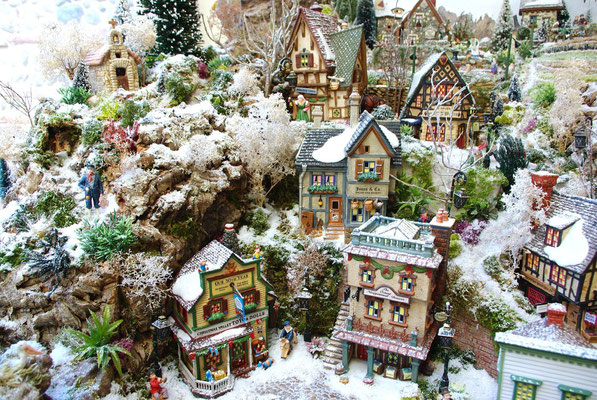 Village Noël/Christmas Village 2013: Des maisons dans la falaise