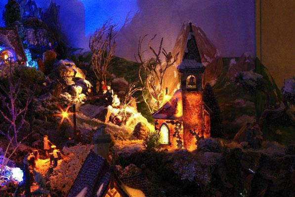 Village Noël/Christmas Village 2013, la nuit: L'église illuminée