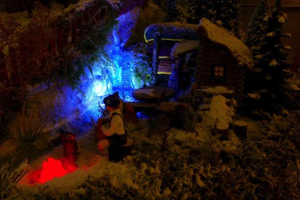 Village de Noël/Christmas Village 2014 de nuit: Feu de camp au bord du torrent