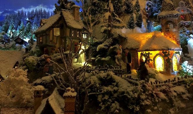 Village de Noël/Christmas Village 2014 de nuit: Eglise illuminée