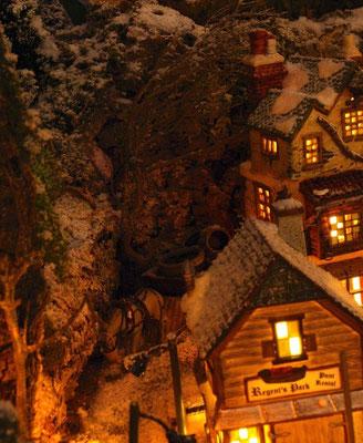 Village Noël/Christmas Village 2013, la nuit: Cheval au repos