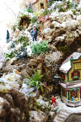 Village Noël/Christmas Village 2013: Gardien de phare dans les rochers