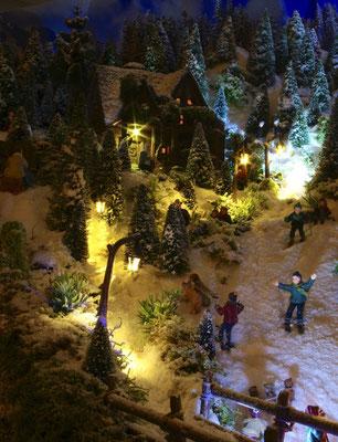 Village de Noël/Christmas Village 2014 de nuit: Tout le monde rentre...