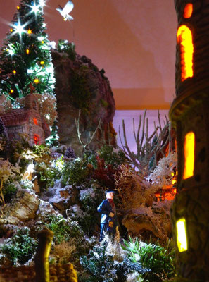 Village Noël/Christmas Village 2013, la nuit: Gardien de phare  et sa lanterne