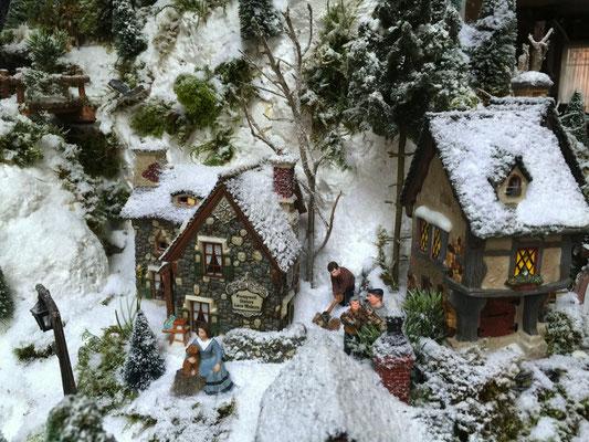Village de Noël/Christmas Village 2014: Il faut ravitailler la cheminée