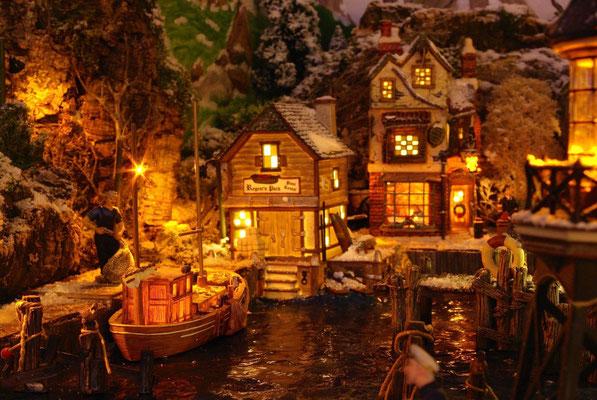 Village Noël/Christmas Village 2013, la nuit: Lumières du port