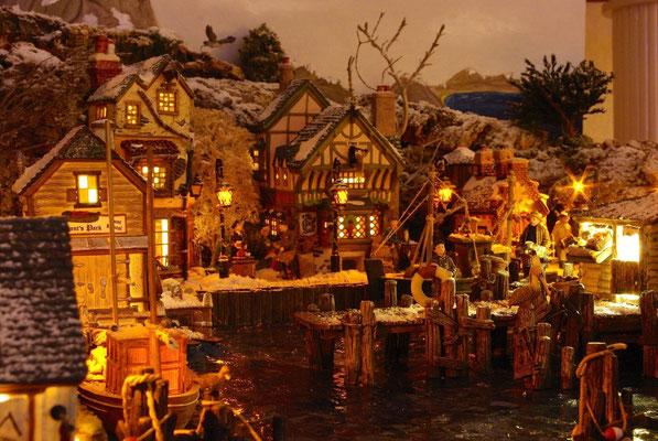 Village Noël/Christmas Village 2013, la nuit: Vie nocturne sur le port