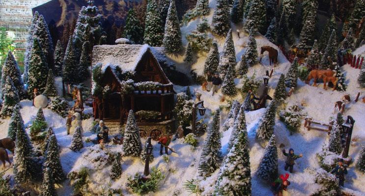 Village de Noël/Christmas Village 2014: Le grand chalet là-haut