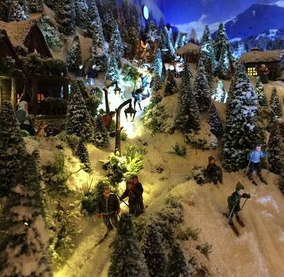 Village de Noël/Christmas Village 2014 de nuit: Dernières descentes