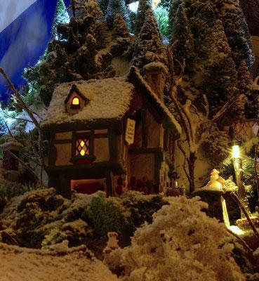 Village de Noël/Christmas Village 2014 de nuit: Maison au clair de lune