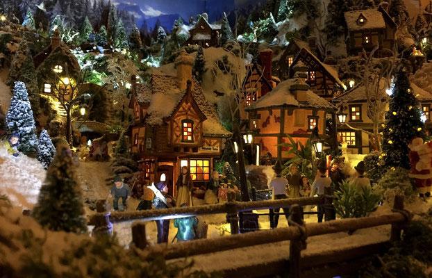 Village de Noël/Christmas Village 2014 de nuit: Animations de fin de journée