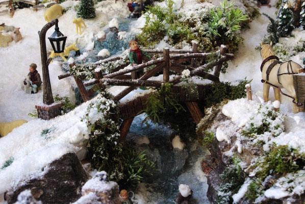 Village Noël /Christmas Village 2014, les hauteurs: Pont au dessus du torrent