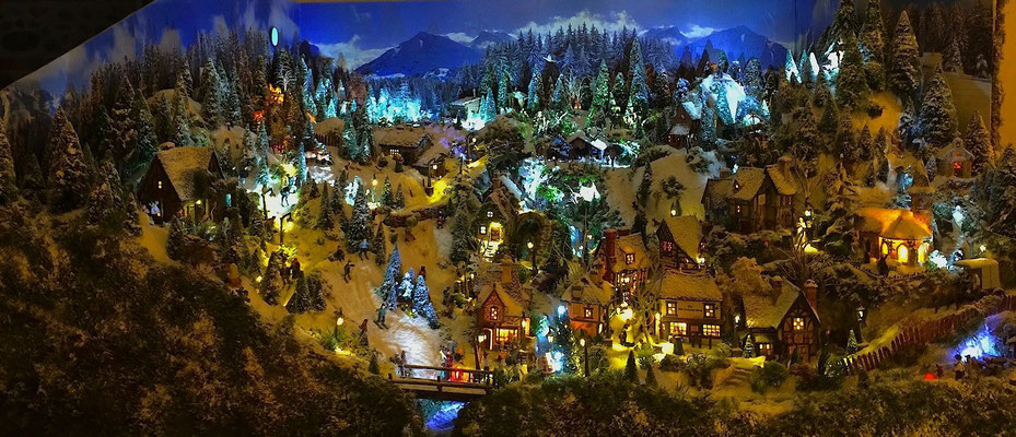 Village de Noël/Christmas Village 2014 la nuit : Panoramique du village la nuit