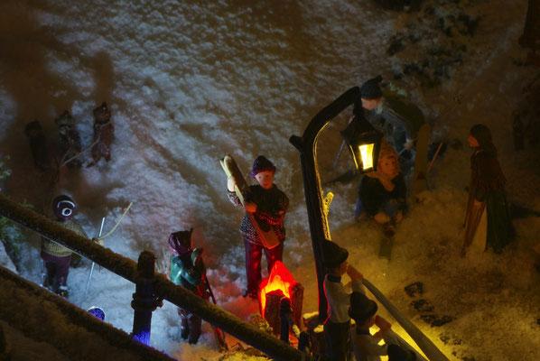 Village de Noël/Christmas Village 2014 de nuit: C'est bon de se réchauffer !