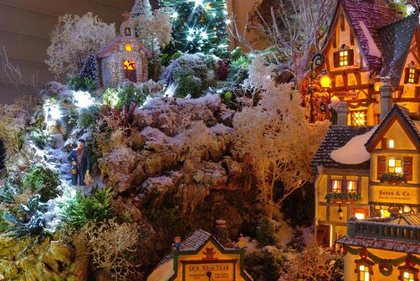 Village Noël/Christmas Village 2013, la nuit: Retour au phare