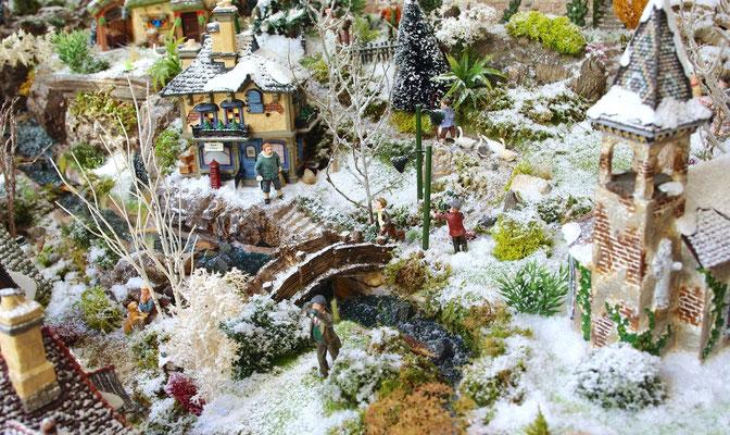 Village Noël/Christmas Village 2013 : Petit pont sur la rivière