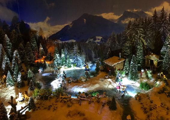 Village de Noël/Christmas Village 2014 de nuit: Forêt et lac sous les étoiles
