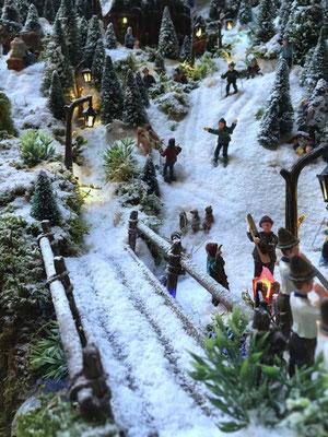 Village de Noël/Christmas Village 2014: Arrivée de la route au village