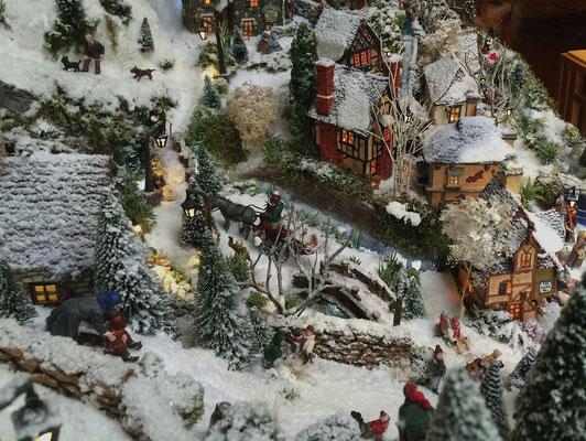 Village de Noël/Christmas Village 2014: Centre du village vu du haut