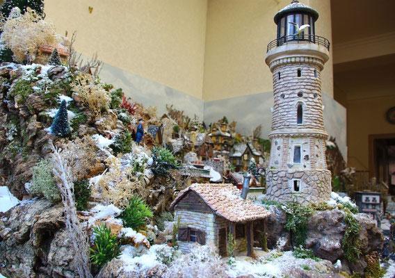 Village Noël/Christmas Village 2013: maisonnette du gardien au pied du phare