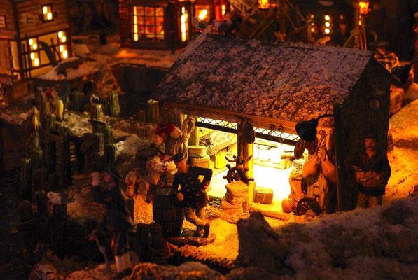 """Village Noël/Christmas Village 2013, la nuit: Le """"bazar"""" du port"""
