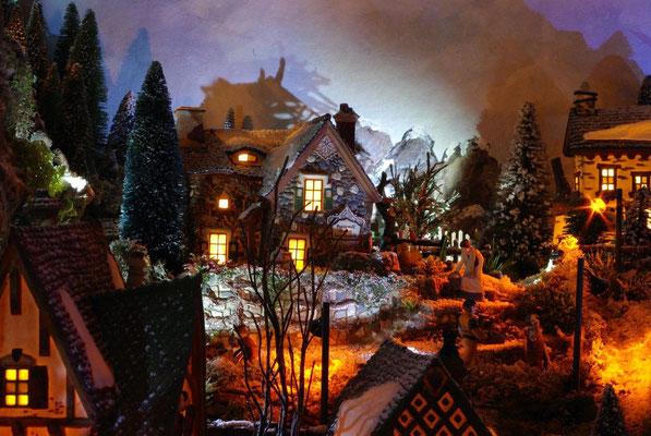 Village Noël/Christmas Village 2013, la nuit: Arrosage du soir