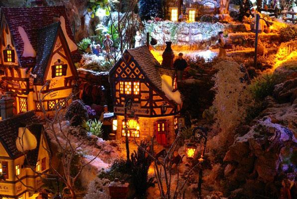 Village Noël/Christmas Village 2013, la nuit: Fin de la journée chez le marchand de vin