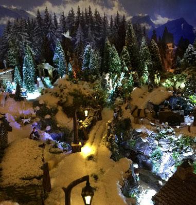 Village de Noël/Christmas Village 2014 de nuit: La route enneigée de nuit