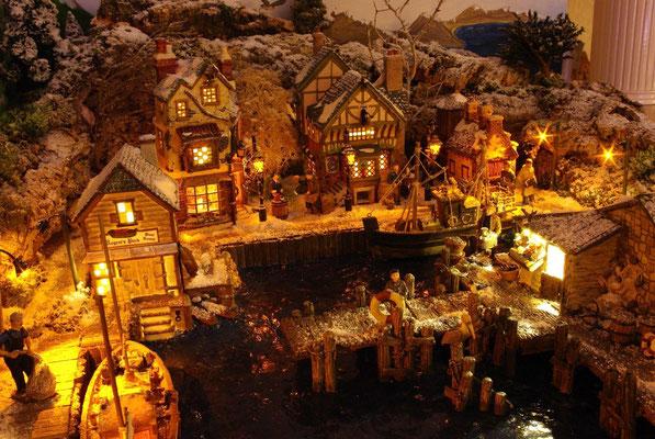 Village Noël/Christmas Village 2013, la nuit: Les quais du petit port