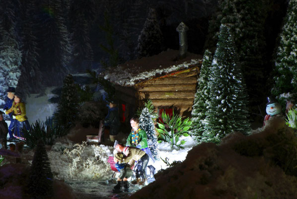 Village de Noël/Christmas Village 2014 de nuit: Leçon de patinage avec papa et maman