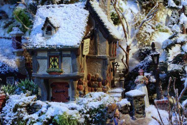 Village de Noël/Christmas Village 2014: La dernière maiosn du village