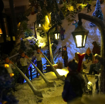Village de Noël/Christmas Village 2014 de nuit: Dernières notes des cors