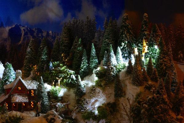 Village de Noël/Christmas Village 2014 de nuit: Scène forestière de nuit