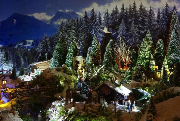 Village de Noël/Christmas Village 2014 de nuit: Nuit active au-dessus du village