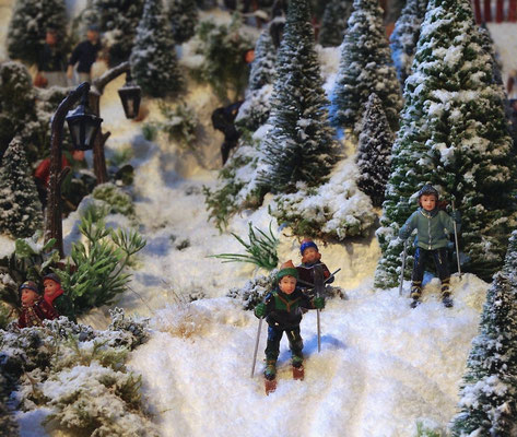Village de Noël/Christmas Village 2014: Petits skieurs au démarrage
