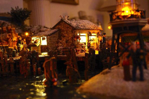 Village Noël/Christmas Village 2013, la nuit: Vieux dock dans la pénombre
