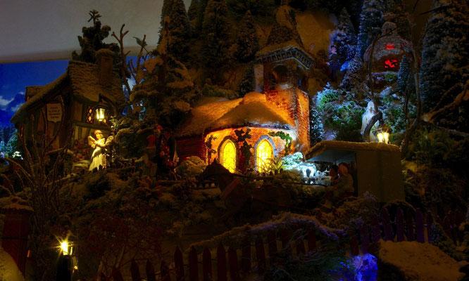 Village de Noël/Christmas Village 2014 de nuit: Arrivants du soir