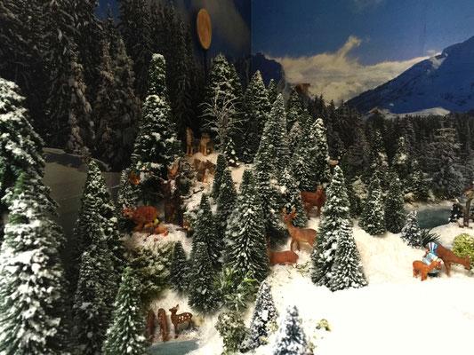 Village Noël /Christmas Village 2014, les hauteurs: Bien du monde sous les arbres !