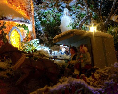 Village de Noël/Christmas Village 2014 de nuit: Petite famille en calèche